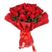send 50 pcs red roses in bouquet to dhaka